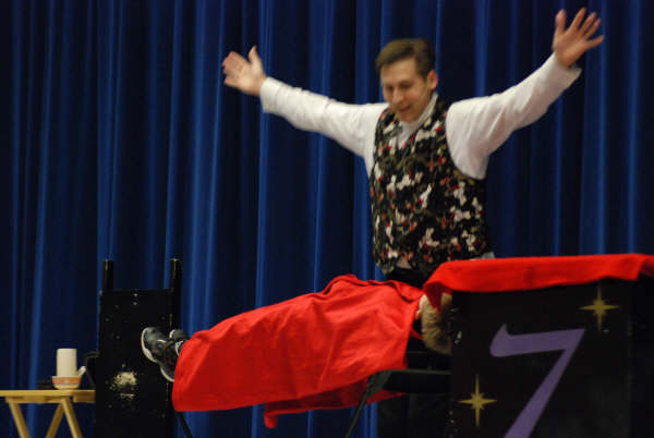 Fort Mill Magician entertains family crowd