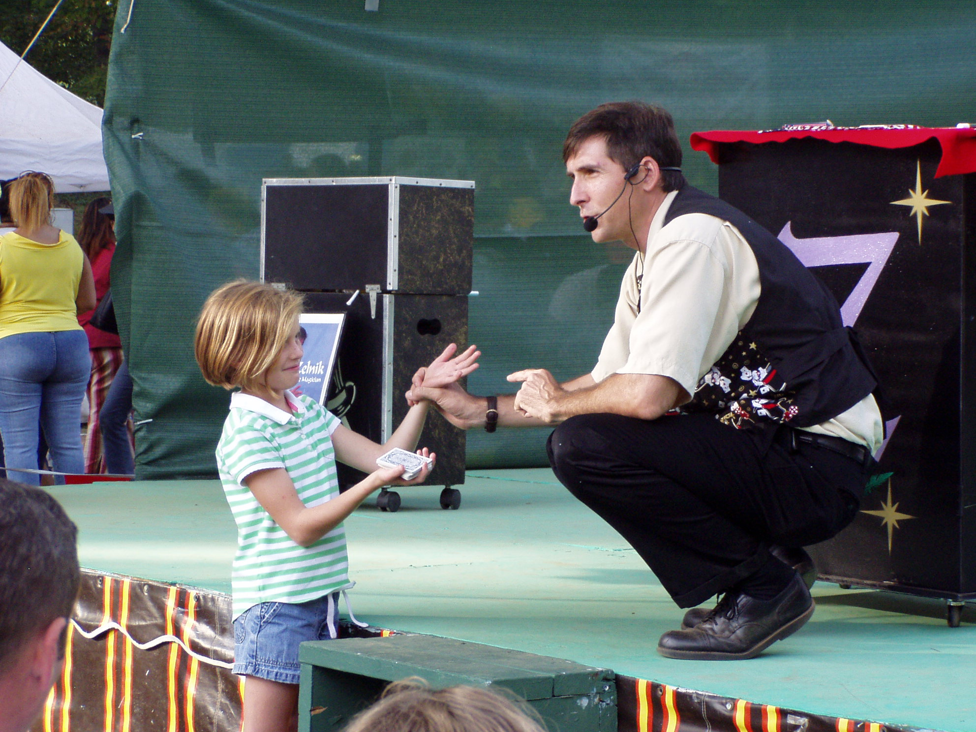 Charlotte Magician performs at Festivalin the Park